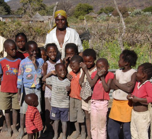 Sani with her grandchildren and neighbour's children at the time she joined the embroidery group.